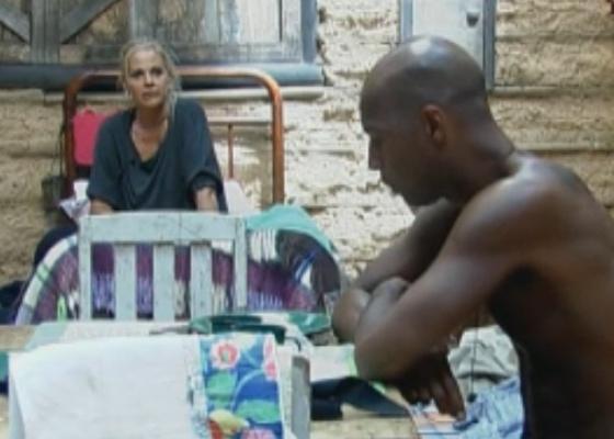 Monique conta para Dinei experiência que teve na casa da Roça (22/9/11)