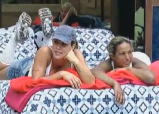 Joana e valesca comentam com os outros peões sobre manias dos participantes (23/9/11)