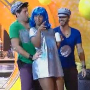 Thiago substitui Dinei durante festa (23/09/11)