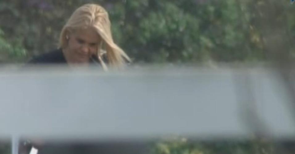 Monique Evans conversa com as aves pela manhã (24/9/11)
