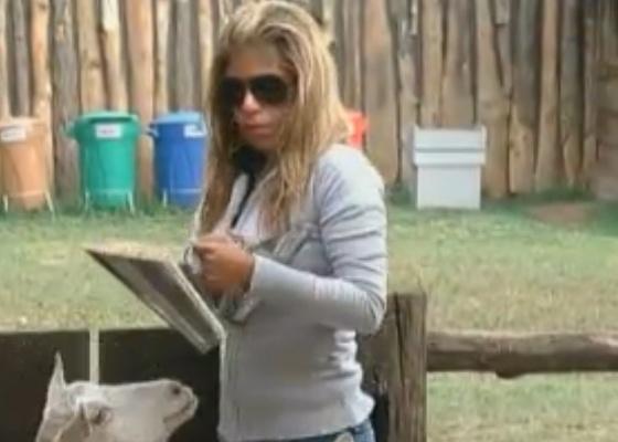 Raquel ainda não aprendeu a lidar com as cabras com facilidade (24/9/11)