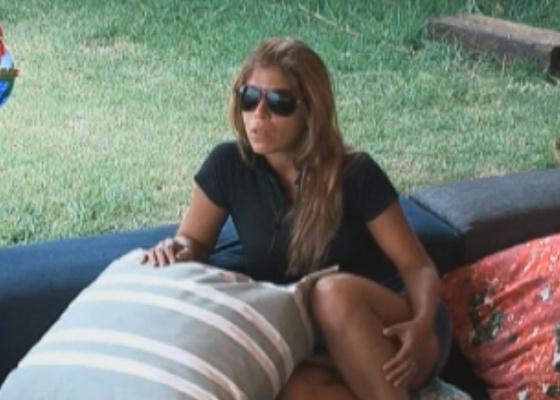 Raquel Pacheco conta para Valesca que tentou chorar escondida (24/9/11)