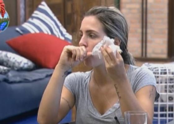 Joana combina com Valesca de irem juntas para salão de beleza no Rio de Janeiro (25/9/11)
