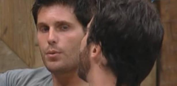 Thiago e Marlon conversam sobre Roça (25/09/11)