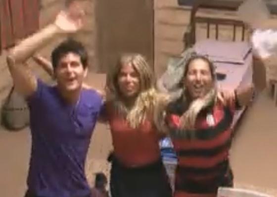 Thiago, Raquel e Valesca comemoram roça com duas camas (27/09/2011)