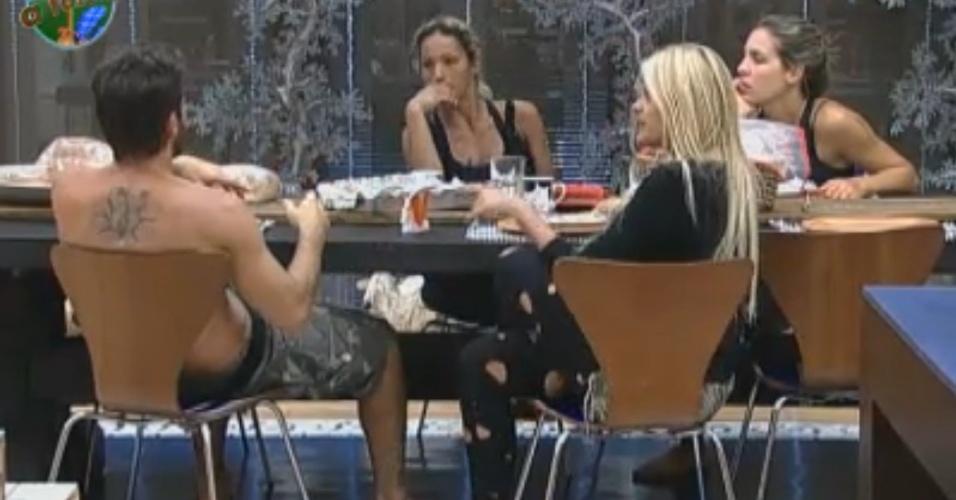 Joana, Marlon, Monique e Valesca ficam trancados na sede (28/9/11)