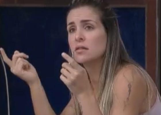 Joana Machado elogia desempenho de Marlon no reality (02/10/11)