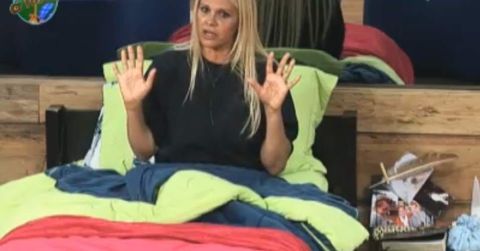 Monique Evans reclama da justificativa dos peões e deixa peões irritados (03/10/11)