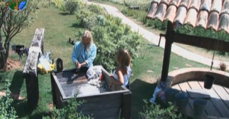 Enquanto lavam roupa, Raquel e Monique falam mal de Joana (04/10/11)