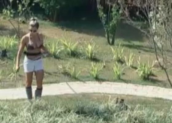 Joana Machado reclama da função de regar as plantas (08/10/11)