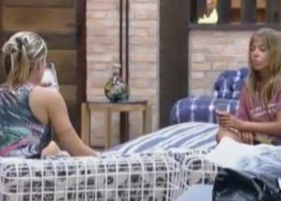 Joana e Raquel conversam sobre a eliminação de Valesca (10/10/11)