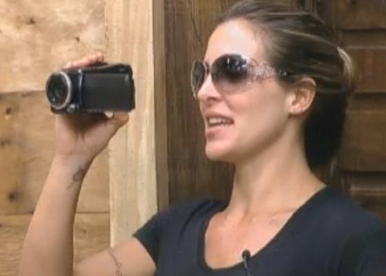 Joana se emociona gravando imagens que a marcaram no reality (11/10/11)