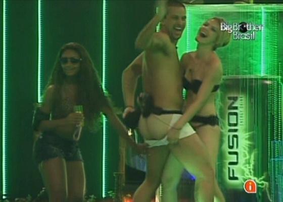 """""""Brothers"""" fazem strip tease na festa (29/1/11)"""
