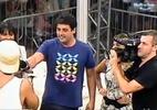 """Repórter do """"Vídeo Show"""", Bruno de Luca visita os confinados na casa de vidro"""