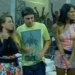 Michelly, Igor e Ariadna são entrevistados por Vinicius Valverde (6/2/11)