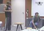 Daniel, Janaína e Mauricio conversam no quarto do líder