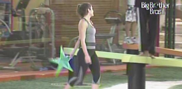 Maria tropeça em seu próprio cadarço e dá adeus à corrida pela liderança (4/3/11)