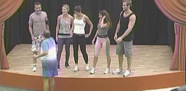 Luiz Fernando dirige Daniel, Diana, Maria, Talula e Wesley que participam da prova do anjo (5/3/11)