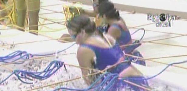 Maria e Paula se concentram durante a prova da comida deste domingo (6/3/11)