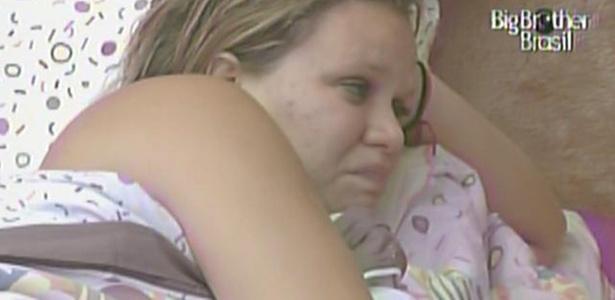 Paula chora no quarto Jujuba e diz que está com saudades de sua mãe (8/3/11)