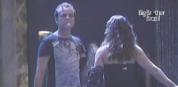 Daniel e Maria não gostam de saber que uma das dançarinas de show é prima de Jaqueline (10/3/11)