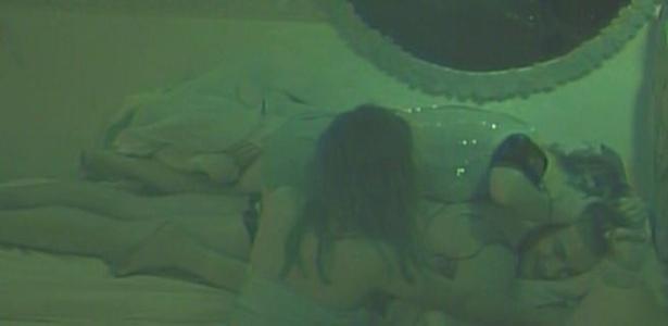 Diana e Maria atacam Wesley no quarto jujuba (10/3/11)