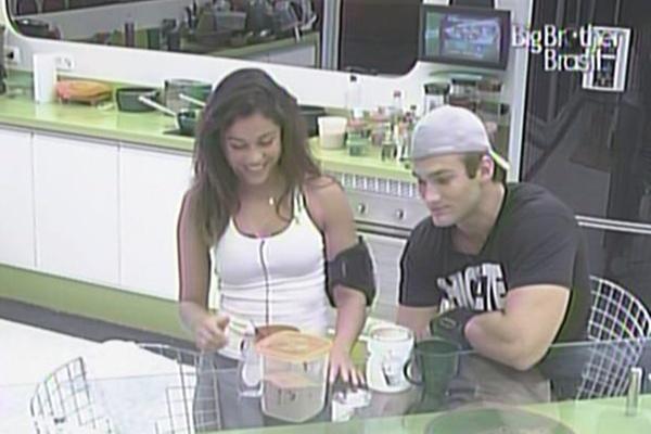 Maria e Wesley conversam e tomam um café juntos antes de dormir (11/3/11)