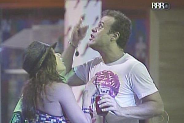 Durante a festa, Maria disse para Daniel que acha que ele vencerá o programa (13/3/11)