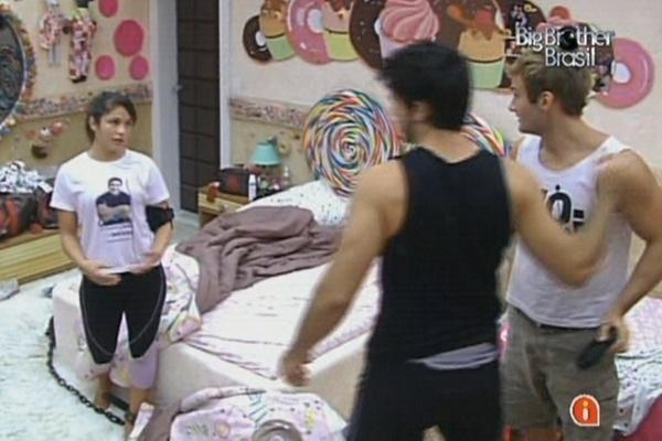 Rodrigão chama Maria e Wesley no quarto Jujuba e pede desculpas por ter julgado beijo dos dois (13/3/11)