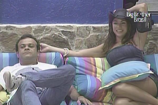 Daniel fala mal de Rodrigão em papo com Maria e Diana após jantar com pizzas (15/3/11)
