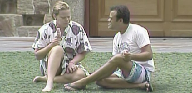 Paula e Daniel conversam no gramado (15/3/11)