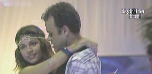 Daniel e Maria dançam forró juntinhos (16/3/11)