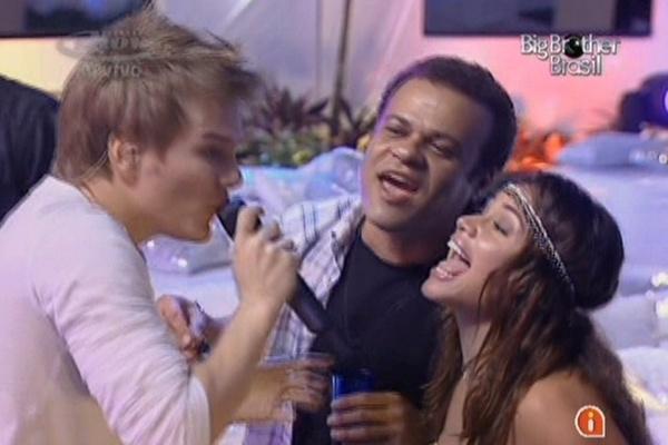Michel Teló canta junto com Daniel e Maria (16/3/11)