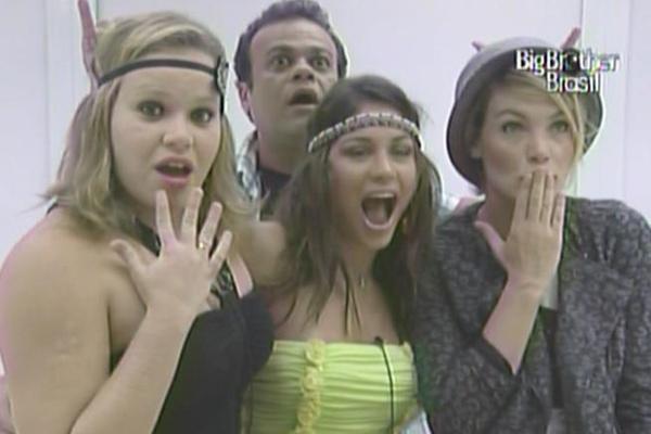 Paula, Daniel, Maria e Diana exibem figurinos da festa desta quarta-feira (16/3/11)