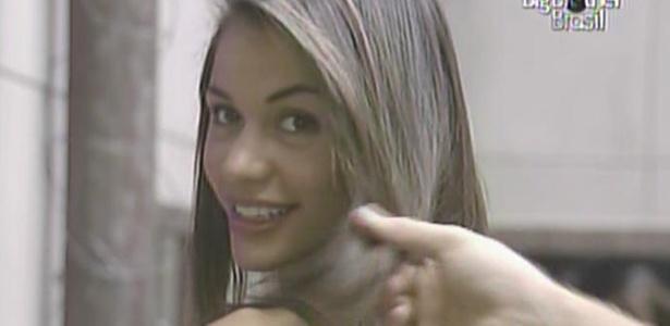 Daniel analisa cabelos de Maria e diz que as cabeleireiras arrasaram (18/3/11)