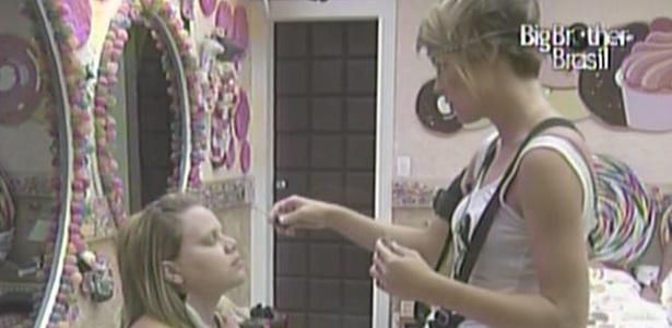 Paula é maquiada por Diana no quarto Jujuba (20/3/11)