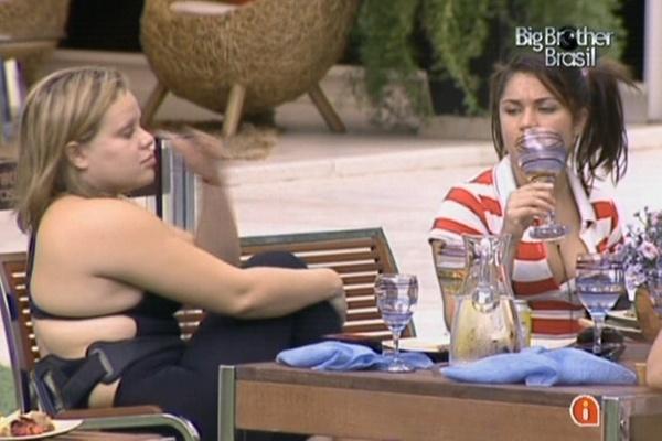 Paula se recusa a tocar em comida japonesa e é criticada por Maria (20/3/11)