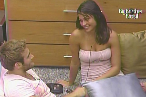 Maria agradece Wesley por tê-la salvado do penúltimo paredão do BBB11 (21/3/11)
