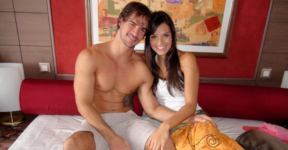 """Rodrigo e Talula na cabine do ex-bbb no cruzeiro """"É o Amor"""" (20/3/11)"""