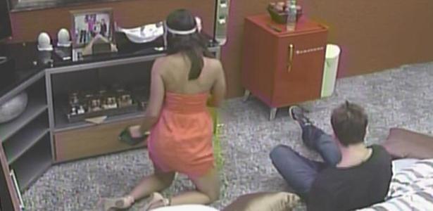 Maria faz companhia a Wesley no quarto do líder (22/3/11)