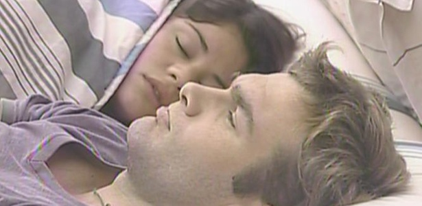 Wesley afirma que gosta de dormir com Maria, pois