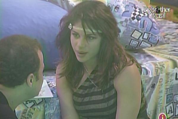 Completamente embriagada, Maria conta para Daniel,  mais uma vez, que sempre foi apaixonada por Dinho Ouro Preto (23/3/11)