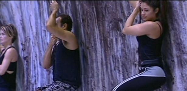 Diana, Daniel e Maria ouvem instruções para a prova do líder (24/3/11)
