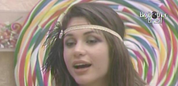 Maria declara que gosta de Wesley, mas que foi apaixonada por Mau Mau (23/3/11)