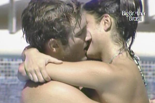 Maria e Wesley aproveitam para namorar (24/3/11)