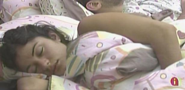 Maria e Wesley dormem tranquilamente nesta manhã (27/3/11)