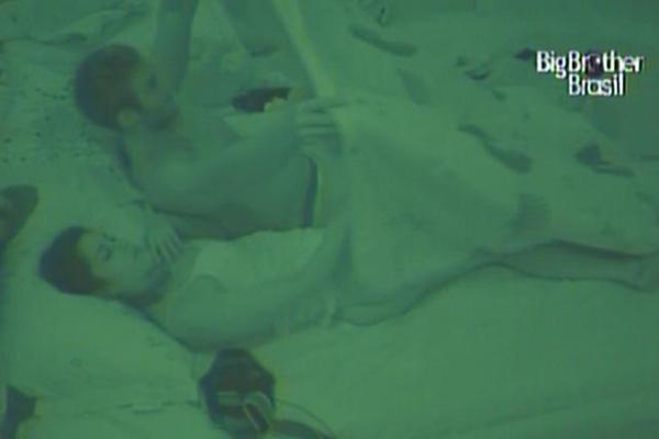 Maria perde a paciência com Daniel e prefere sair de festa para dormir junto com Wesley (27/3/11)