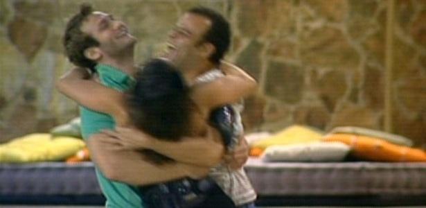 Daniel, Maria e Wesley comemoram a chegada até a final do programa (27/3/11)