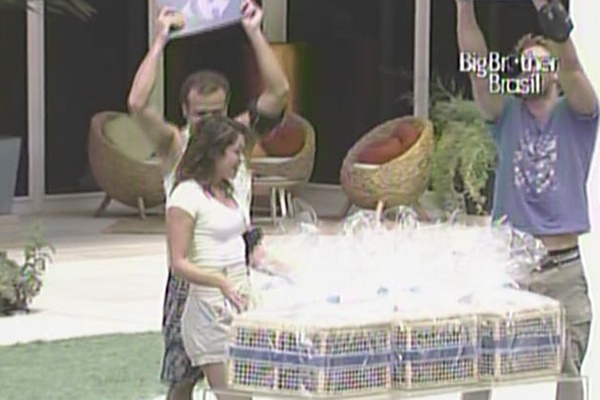 Daniel, Maria e Wesley ganham um ano de compras gratuitas (28/3/11)